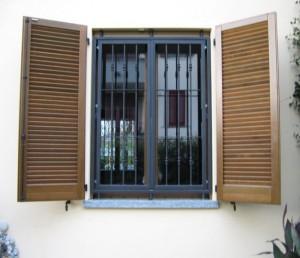 Serramenti a pavia grate e inferiate - Montare una finestra ...